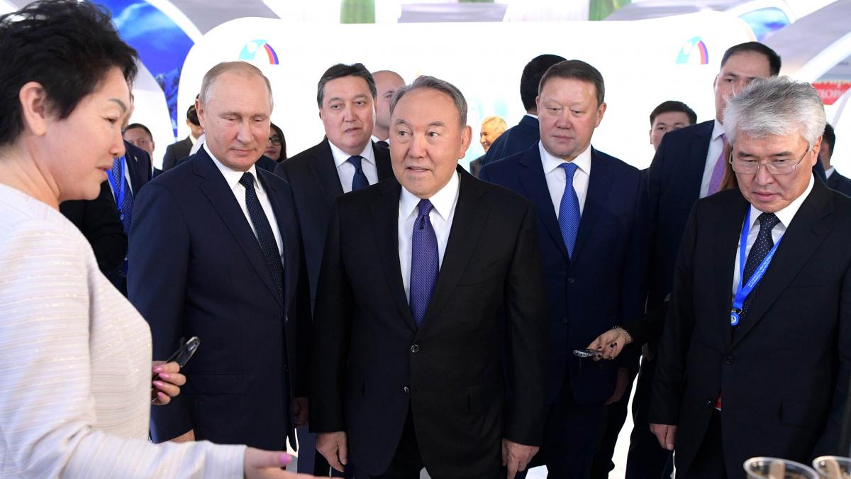 Глава государства провел встречу с Президентом Российской Федерации Владимиром Путиным