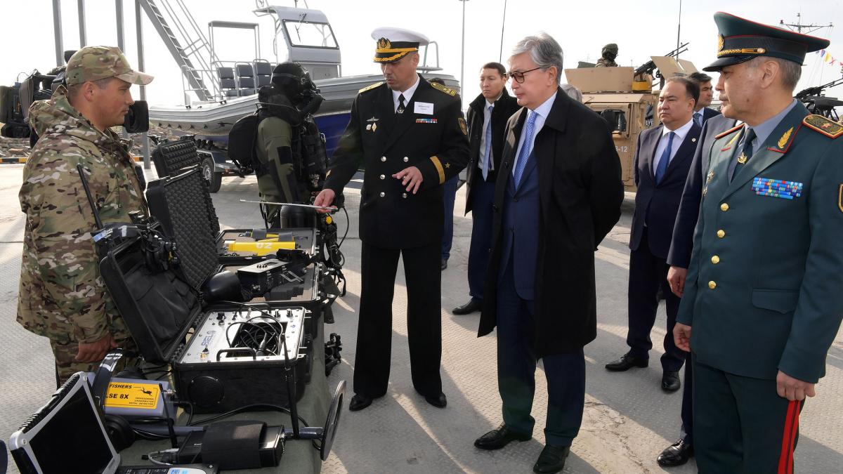 Глава государства К. Токаев посетил АО «НК «Актауский международный морской торговый порт»