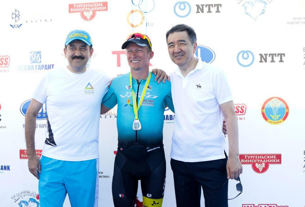 ҚР Премьер-Министрі Бақытжан Сағынтаев триатлоннан Қазақстанның ашық чемпионатының қатысушыларына медальдарды табыстады