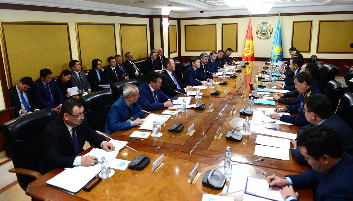 В Үкімет үйі завершены переговоры с официальной делегацией Правительства Кыргызстана