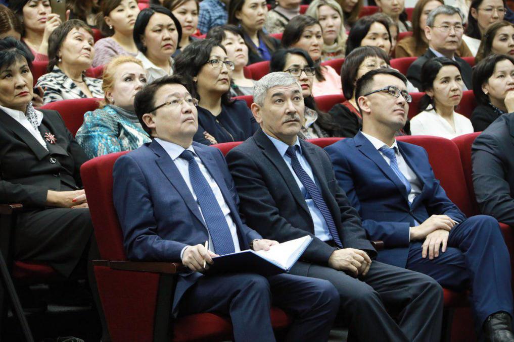 Аскар Мырзахметов обсудил с профессорами университета перспективы развития аграрной науки