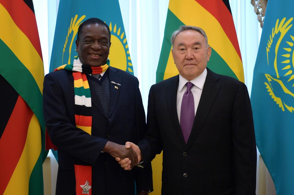 Нұрсұлтан Назарбаев ЗимбабвеПрезиденті Эммерсон Мнангагвамен кездесті