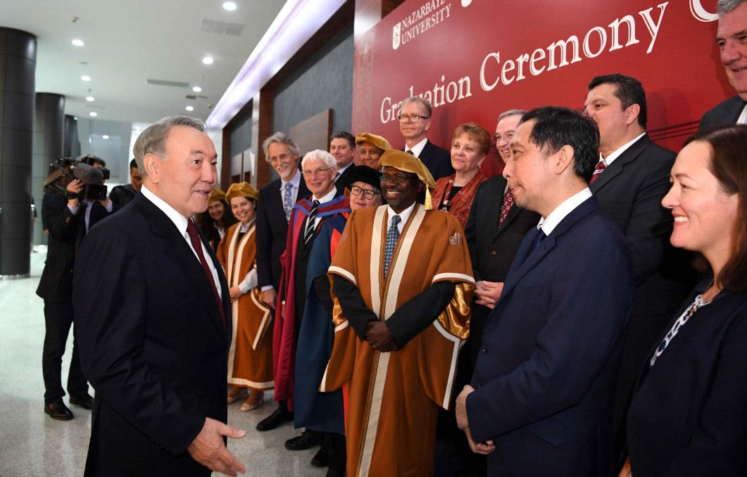 Глава государства принял участие в церемонии вручения дипломов выпускникам Назарбаев Университета