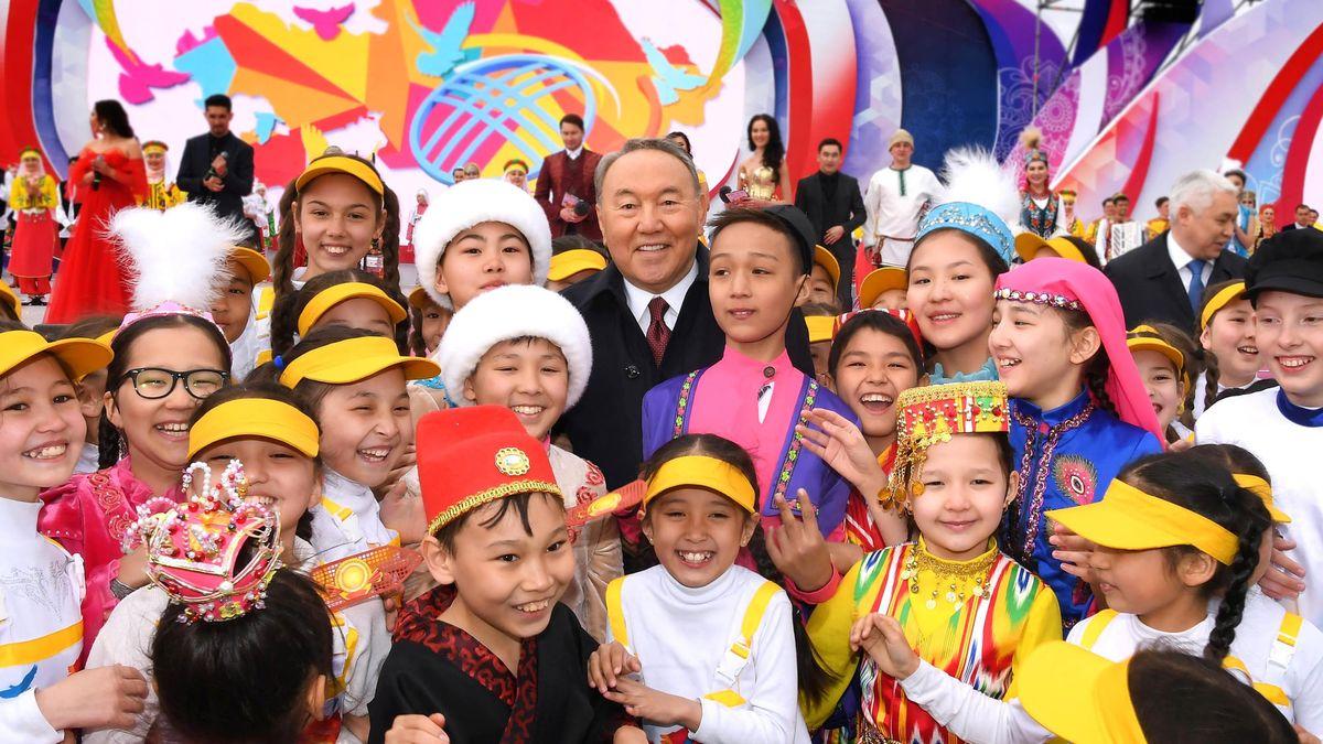 Глава государства принял участие в праздновании Дня единства народа Казахстана