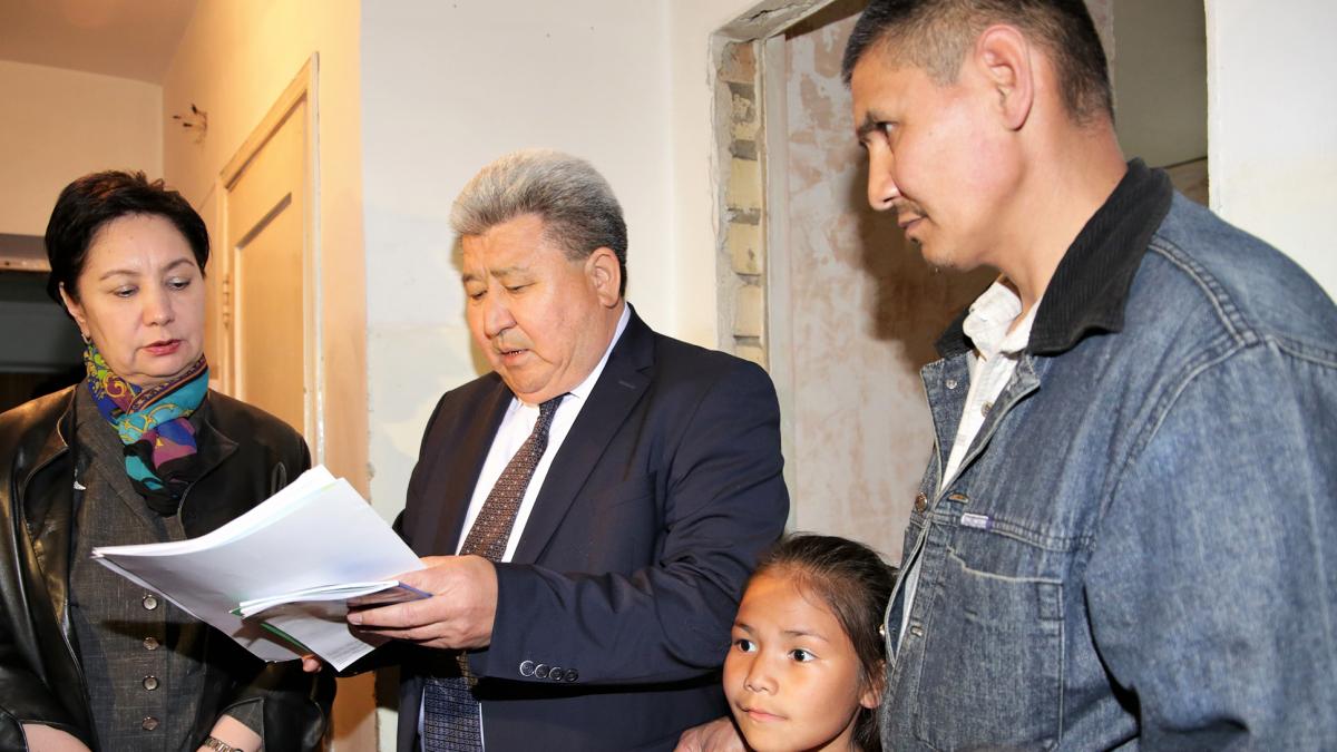 Әлеуметтік қамқорлық: Г. Әбдіқалықова Тараз қаласындағы аз қамтылған отбасыларға барды