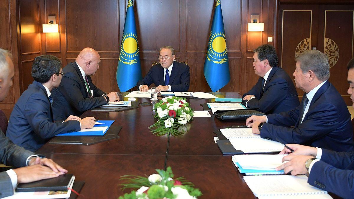 Президент Казахстана провел встречу с представителями деловых кругов Турецкой Республики